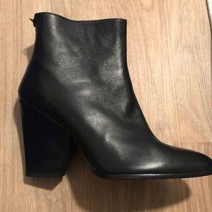 NIB Stuart weitzman ankle boots